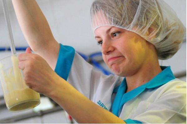 ВКоми Роспотребнадзор отыскал фальсификат среди привозных молока, масла исгущенки