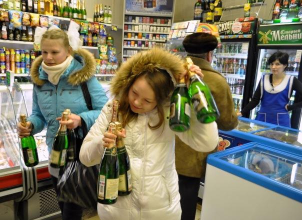 Где продают алкоголь несовершеннолетним